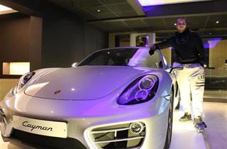 Un jeune ouvrier remporte une Porsche Cayman au casino de Namur